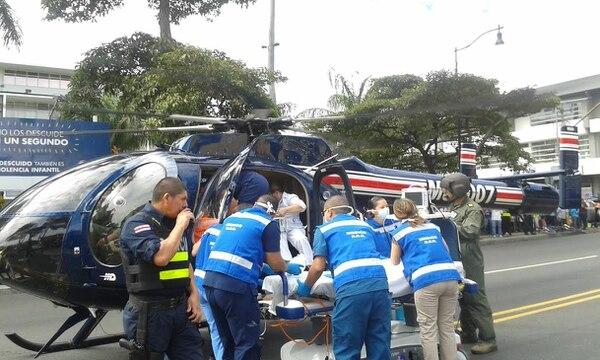 El helicóptero de Vigilancia Aérea aterrizó al Hospital de Niños cerca de las 9:30 a. m. de este lunes.