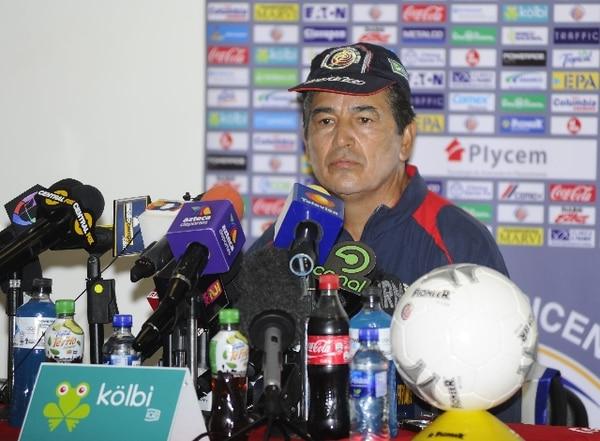 Jorge Luis Pinto, técnico de la Selección Nacional, atendió hoy a la prensa en México. / Jorge Barrera, de Esto, para La Nación