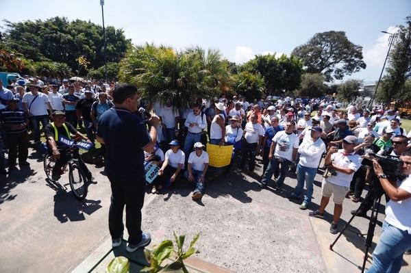 Los manifestantes se reunieron en Plaza González Víquez y marcharán hasta el Ministerio de Seguridad para entregar un documento a Gustavo Mata.