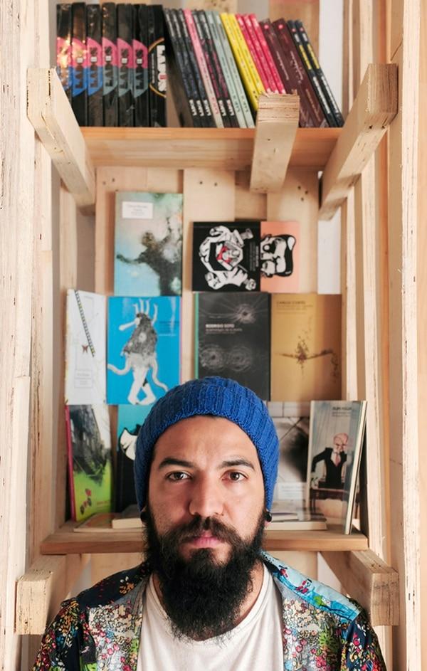 Además de Germinal, Juan tiene una librería en Barrio Escalante con sus colecciones. | FOTO: JOHN DURÁN.