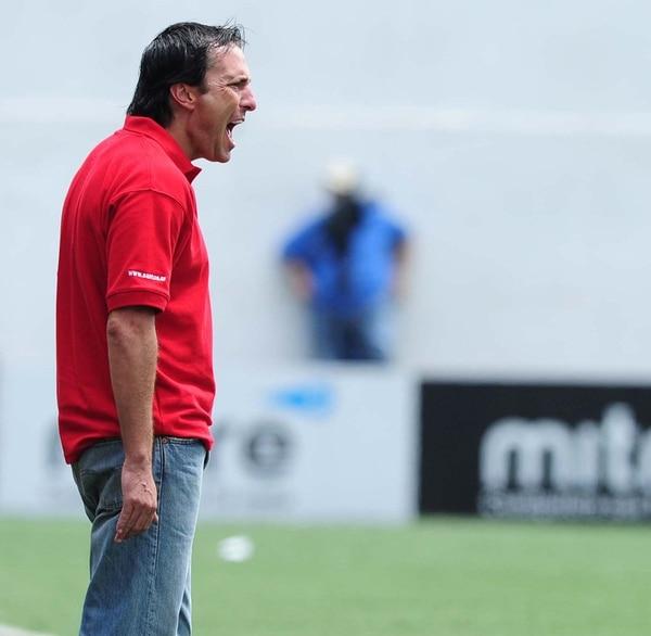 El argentino Gustavo Martínez ya no es más el técnico de Santos y quedó desligado por completo del club guapileño, al que llegó como jugador. | ARCH.
