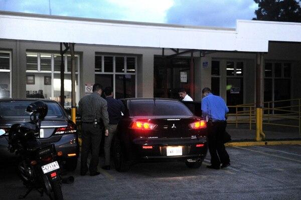 El jueves 19 de julio la Fiscalía secuestro documentos y un teléfono del Tribunal Contencioso Administrativo, en Calle Blancos, como parte de la investigación por posible tráfico de influencias y prevaricato. fotografía Rafael Murillo
