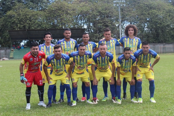 Kenneth García esta jugando con Upala en Linafa. En la foto está en la segunda fila de tercero de izquierda a derecha. FOTO: Cortesía Deportivo Upala FC.