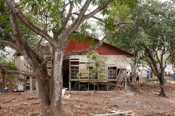 El dispensario médico es una de las primeras estructuras que observan los visitantes cuando inician su recorrido por la isla. Foto: Albert Marín.