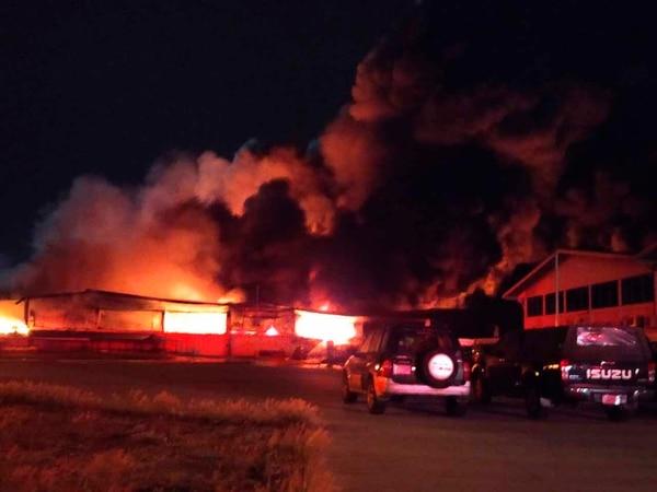 Un incendio afectó casi 5.000 metros cuadrados en la zona franca BES, ubicada en Coyol de San José, Alajuela. Foto: Suministrada por Shirley Vásquez, corresponsal GN