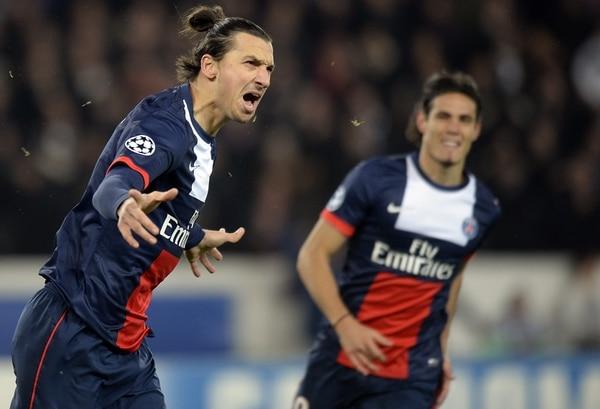 Zlatan Ibrahimovic celebra su gol ante el Olympiacos.