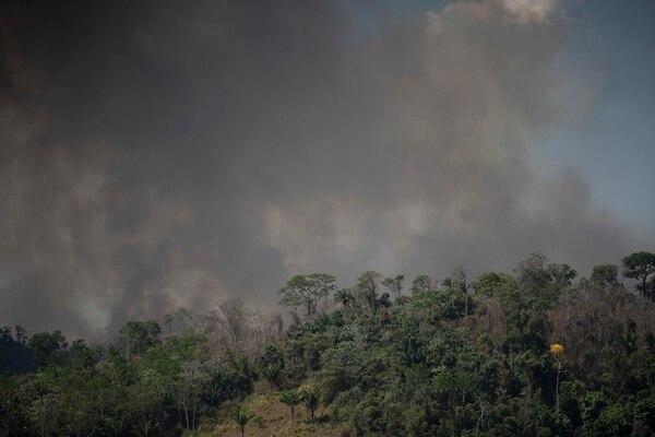 Las llamas consumían el bosque en Altamira, Brasil, este martes 27 de agosto del 2019.