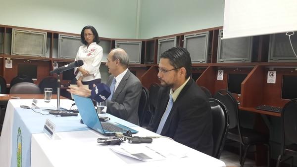 Max Soto, director del Instituto de Investigaciones de Ciencias Económicas (IICE), explicó los resultados de los estudios.