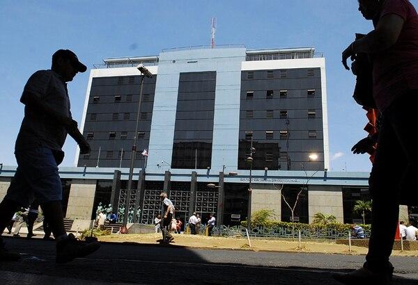 Los tres detenidos son de apellidos Lobo, Fernández y Esquivel. Los dos primeros también afrontan investigaciones administrativas a lo interno del Banco Central. | ARCHIVO.