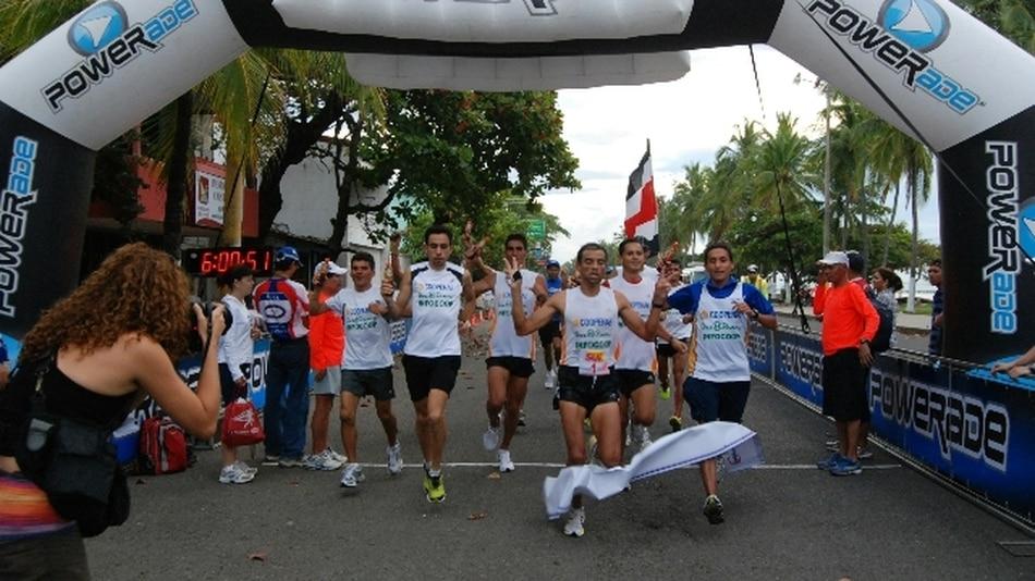 El favorito ganó la carrera entre San José y Puntarenas