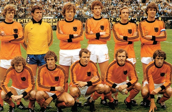 Histórica. La escuadra de Holanda en el Mundial del 74 fue comparada con un veloz tren que atropelló a Argentina, Alemania Democrática y Brasil. Archivo.