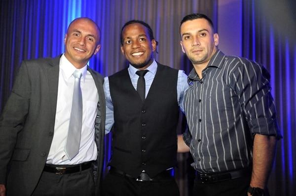 Danny Fonseca, Víctor el Mambo Núñez y Luis Torres fueron galardonados anoche durante la Ceremonia de Premiación de la Unafut.   RAFAEL PACHECO