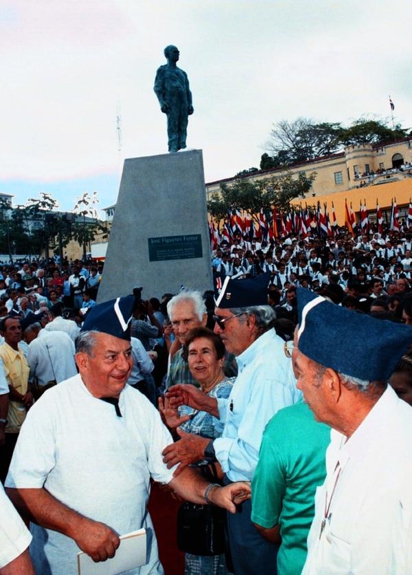 La estatua será reinstalada en la plaza de la Democracia