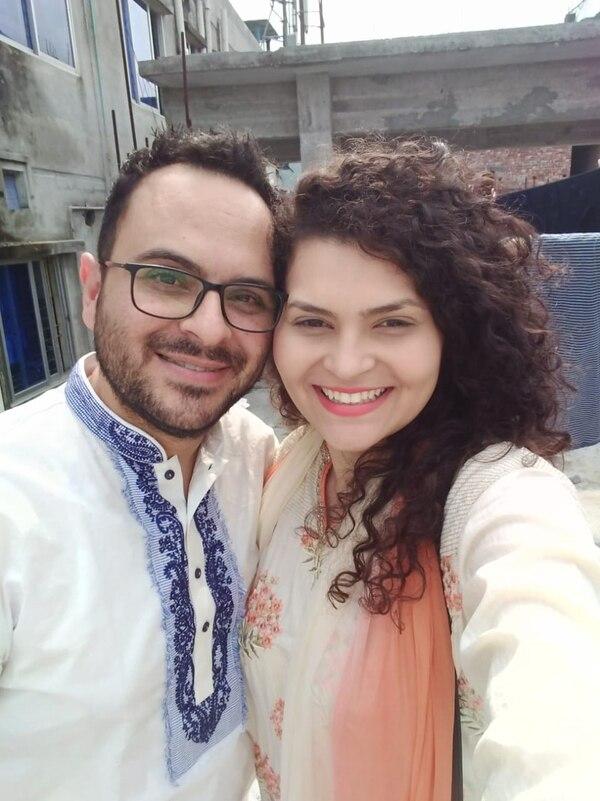 Frank Artavia Doñas dirige una clínica odontológica en Bangladés y su esposa Dayana Acosta Soto trabaja en una organización que ayuda a preparar a mujeres en diversos oficios.