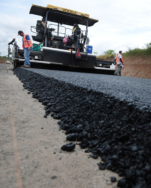 La carretera Bajos de Chilamate-Vuelta de Kooper se financia con un crédito firmado en 2009. Tardó 2 años en cumplir condiciones para ejecución. Se han pedido dos prórrogas y ahora la meta es finalizar en 2017. | LN