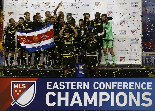 Waylon Francis celebró con la bandera de Costa Rica el título de la Conferencia Este de la MLS. | AFP