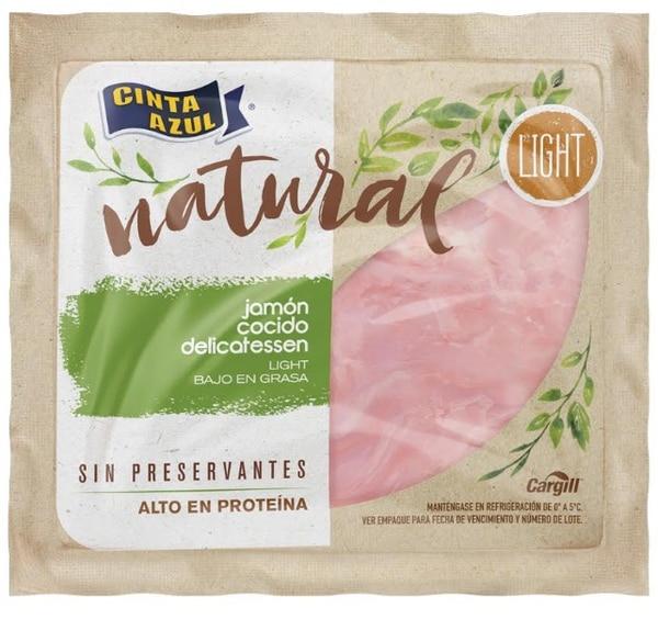 Los productos de la línea Natural, de Cinta Azul, son libres de preservantes artificiales. Además, son altos en proteína y bajos en grasa.