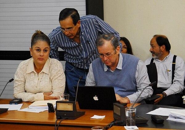 Rosibel Ramos, del PUSC; Rolando González, del PLN, y Ottón Solís, del PAC, presionaron -cada uno a su manera- para que el Gobierno haga recortes al Presupuesto 2015.