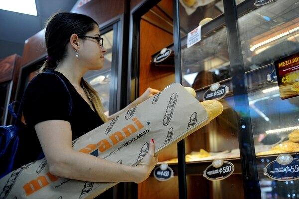Los más de 220 puntos de venta de Musmanni y Musi que entregan el melcochón en bolsa de papel están en un plan para cambiar el empaque en los todos productos de panadería y repostería.