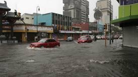 Lluvias fuertes y focalizadas inundaron locales cercanos al barrio chino en San José