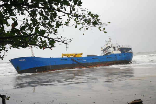 10/12/2017 Las autoridades están preocupadas por que el barco tienen mil galones de combustible y podría darse un derrame. Foto: MSP.