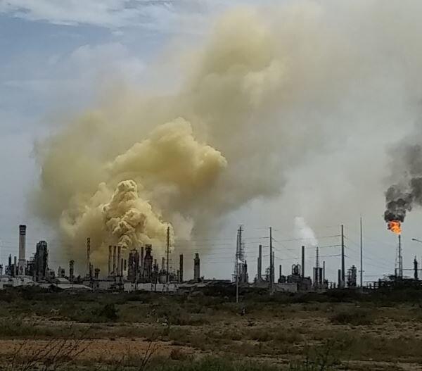 La columna de humo fue visible durante más de una hora. Fotografía tomada de Twitter.