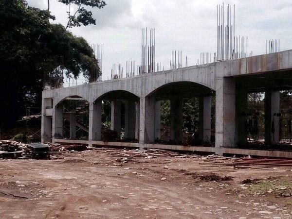 La construcción de la nueva casa de enseñanza para policías lleva un 20% de avance, de un total de 33.000 metros cuadrados. Está en un terreno de 11 hectáreas en La Rita de Pococí.   MSP PARA LA NACIÓN.