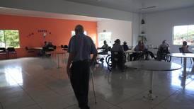 Vacuna libró de hospital a residentes de hogar de ancianos con covid-19