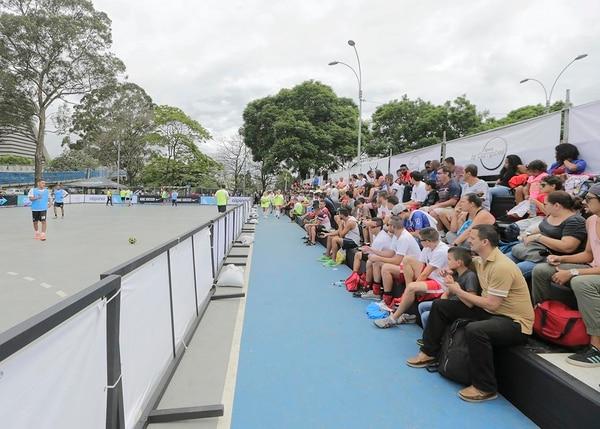 Cientos de aficionados se hicieron presentes a disfrutar de Mejengas SBC, torneo que organizó Joel Campbell para incentivar la práctica del deporte.