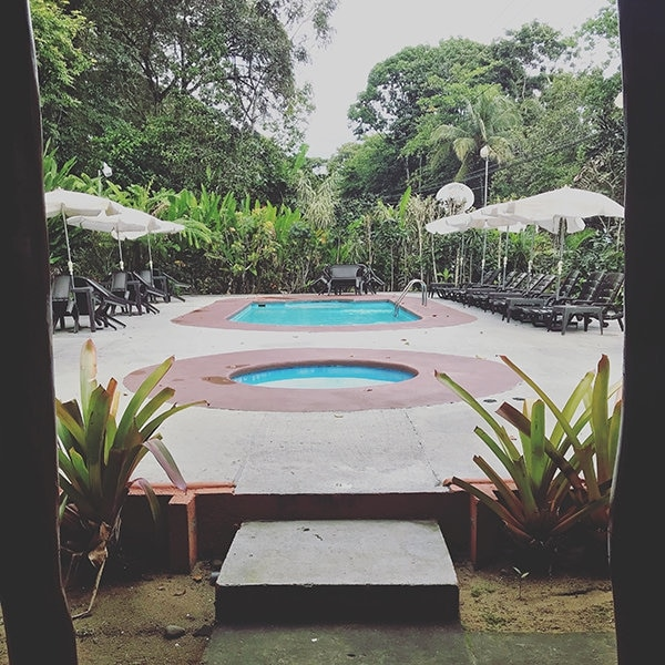 El área de la piscina es ideal para aprovechar el sol.