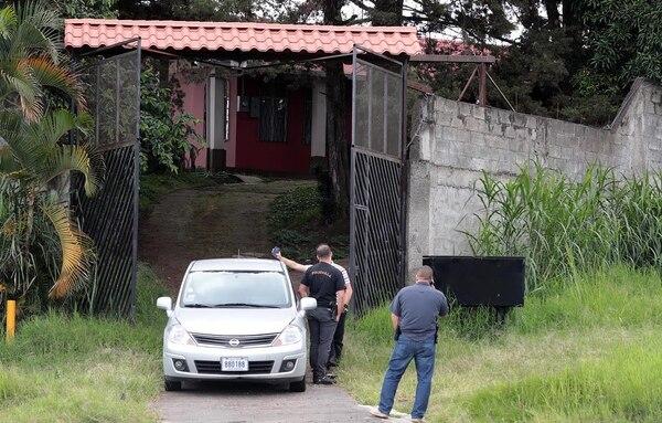 Los agentes detuvieron al individuo sospechoso en esta vivienda en el cruce entre Tibás y Moravia por barrio Virginia.