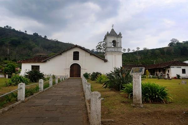 La iglesia de Orosi es una de las más antiguas edificaciones del país, que datan de la época de la Colonia española, que persisten hasta la actualidad. Foto: Rafael Pacheco.
