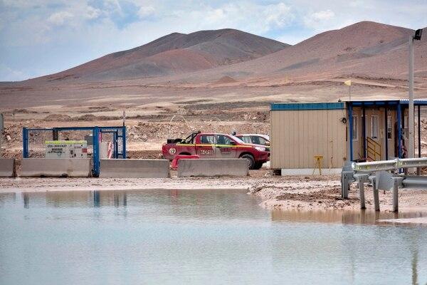 La compañía minera estatal chilena Codelco suspendió preventivamente las operaciones en la mina Chuquicamata, el mayor depósito de cobre al aire libre del mundo, debido a las fuertes lluvias afectaron el norte de Chile, informó la empresa. Instalaciones inundadas el 7 de febrero del 2019. Foto: AFP