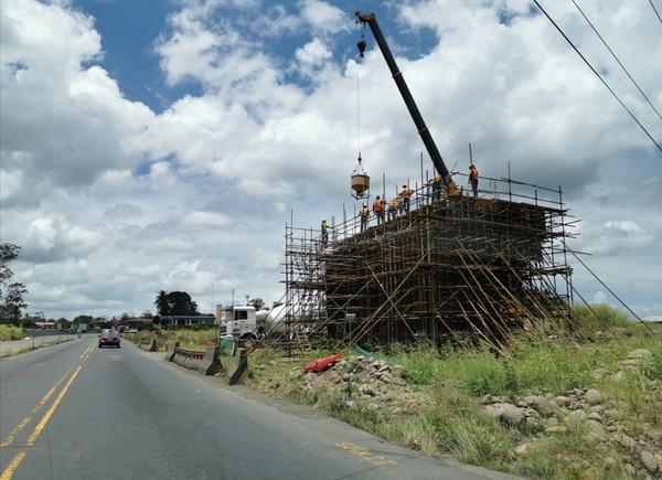 Según la empresa en la obra se mantienen 700 trabajadores. Foto: Reiner Montero.