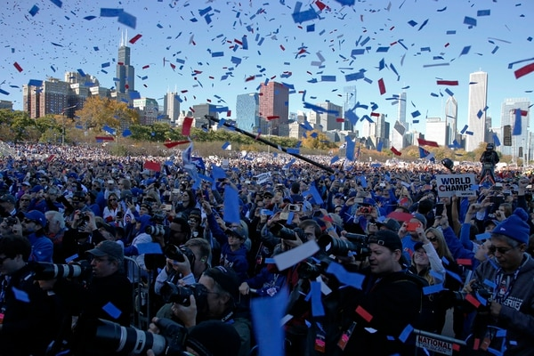 La ciudad de Chicago esperó por este momento durante más de un siglo y celebró por todo lo alto el campeonato de los Cachorros. | AP