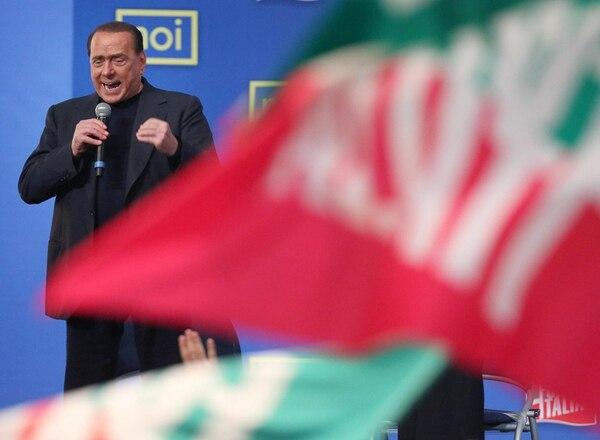 El líder del partido radical Forza Italia, Silvio Berlusconi, habló con los jóvenes durante una convención que se celebró el sábado, en Roma. | EFE