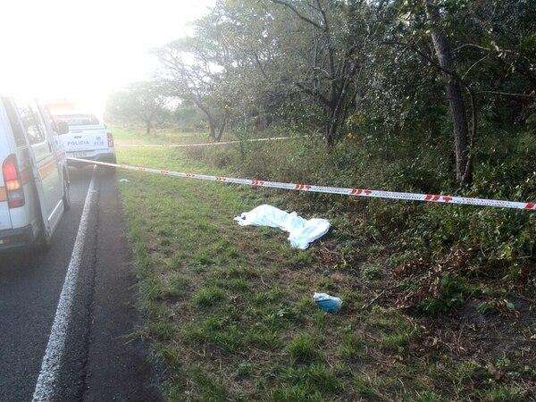 Fuerza Publica alertó sobre una persona fallecida a la orilla de la carretera en la ruta 1.