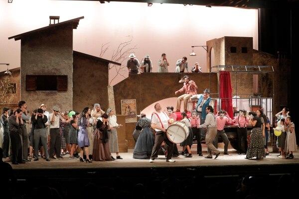 Casi 200 artistas están en escena en esta ópera de Leoncavallo. Foto: Jeffrey Zamora