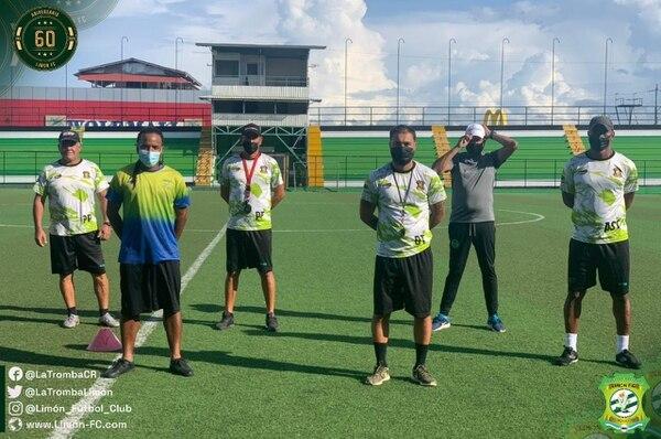 Limón presentó este lunes el cuerpo técnico que buscará sacar al plantel del último lugar del Torneo de Clausura 2021. Cortesía Limón FC.