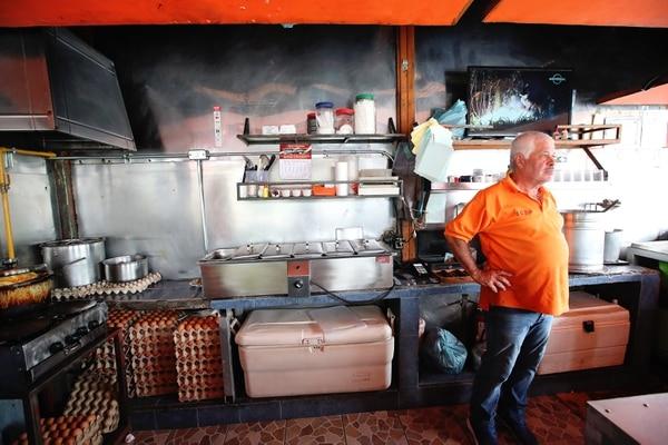 José Alberto Jiménez es hermano de Juan Carlos Jiménez. Entre ellos y sus otros tres hermanos actualmente administran la Soda La Uruca, que sus padres fundaron hace 53 años. Fotografía: John Durán.