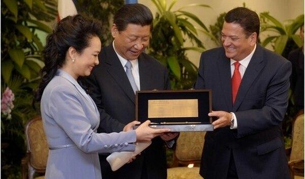 El alcalde de san José Jhonny Araya entrega las llaves de la ciudad al presidente de china y a su esposa | PABLO MONTIEL