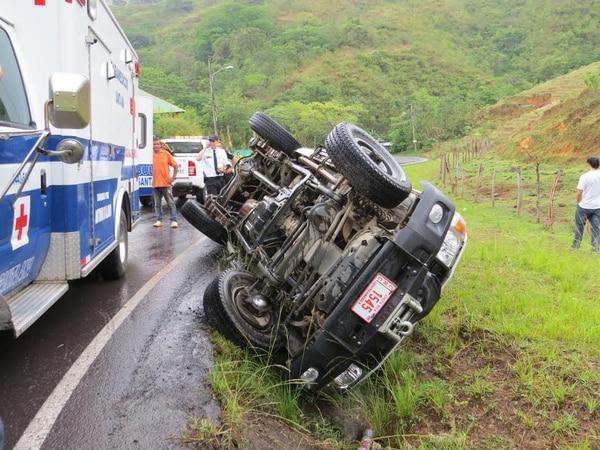La ambulancia dio dos vueltas antes de quedar sobre su costado izquierdo.