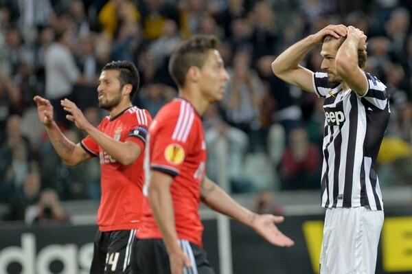 Fernando Llorente lamenta una opción de gol en el juego de Juventus ante Benfica.