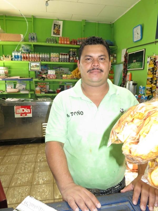 Óscar Saravia, cocinero de Bribrí, Talamanca, el cantón de mayor abstencionismo, no votó porque se varó el vehículo que lo llevaba. | RONNY JAÉN.