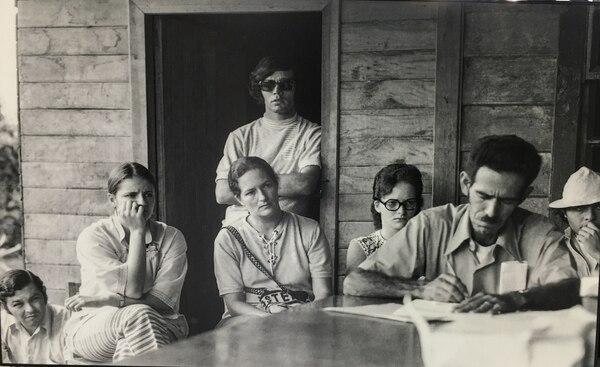 Miguel Jiménez, dirigente de Coopesilencio; Víctor Hugo Acuña, historiador de la UCR; Manuel Rojas Bolaños y Ligia Martín, sociólogos de la misma universidad, y Atenia Solís, trabajadora social.