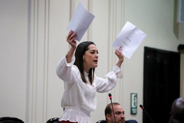 La jefa de la Unidad Social Cristiana, María Inés Solís, mantendrá las mociones donde propone que el Banco Central defina la tasa de usura, mientras tanto la negociación entre diputados y autoridades financieras no le satisfaga. Foto: Mayela López