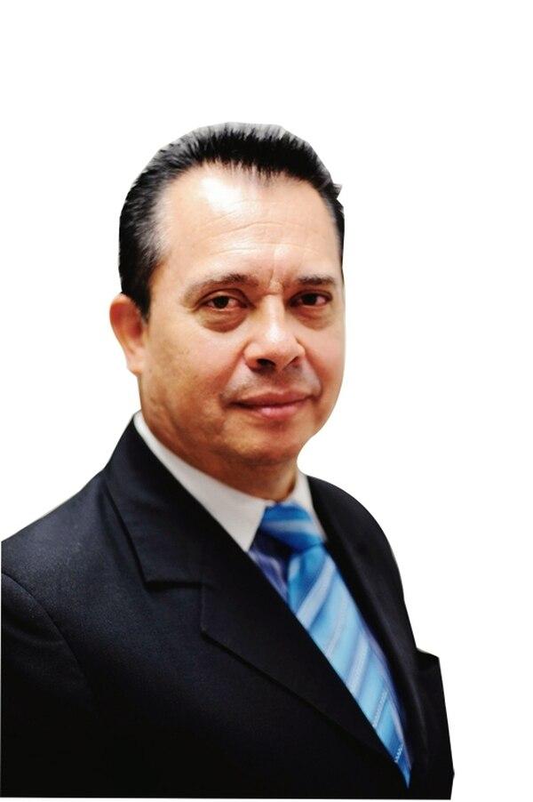 Carlos Camacho.