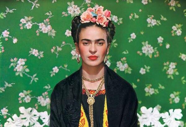 Retrato de Frida Kahlo realizado en 1939, por el neoyorquino Nickolas Muray. Cortesía de 'Frida: en el lente de diez maestros'