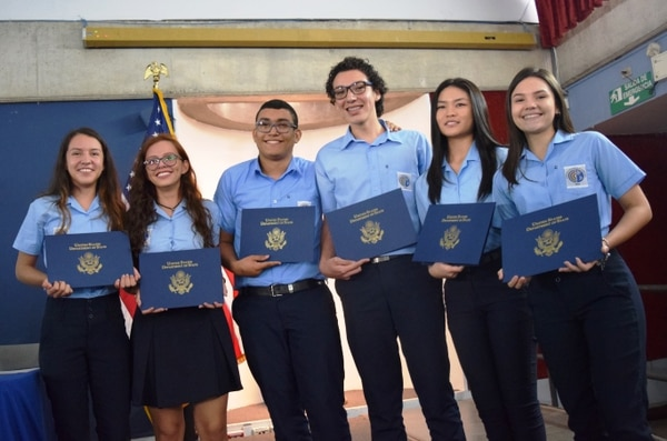 Diana Mejías, Amanda Valdez, Geovanny García, Emerson González, Daniela Lai y Ximena Quesada son los beneficiarios de la beca.