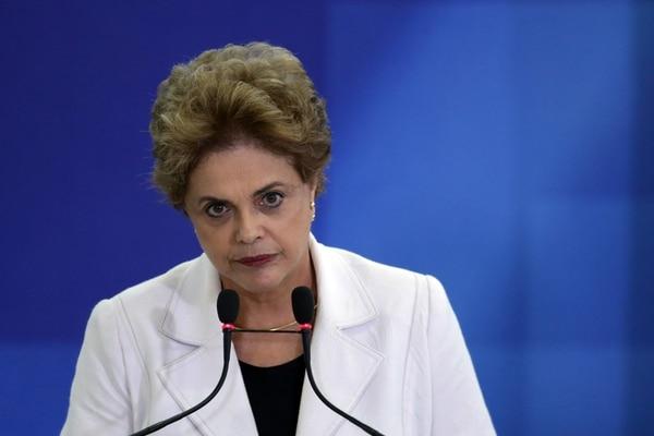 La presidenta brasileña, Dilma Rousseff, asistió este martes a un acto con profesores y estudiantes en el Palacio del Planalto en Brasilia. | AP